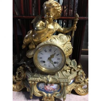 Pendule à l'Amour Bronze Doré Et Plaques Porcelaine, XIXéme