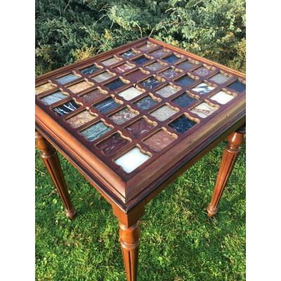 Table au plateau en marqueterie échantillonnée de marbre, de Style Louis XVI