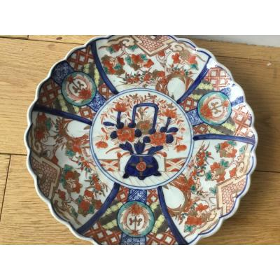 Small Imari Dish With Polylobed Contour, XIXth