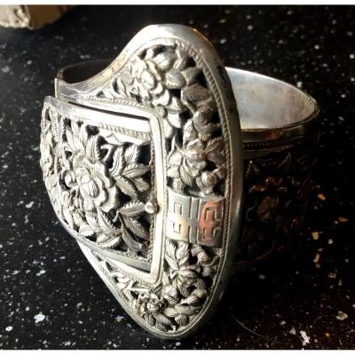 Chinese Silver Bracelet Forming A Buckle With Floral Decor, 1900