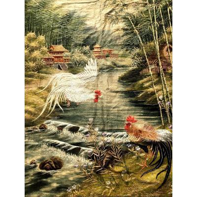 Large Tenture En Lin Et Soie Brodée XIXème à Décor De Coqs . Japon XIXème