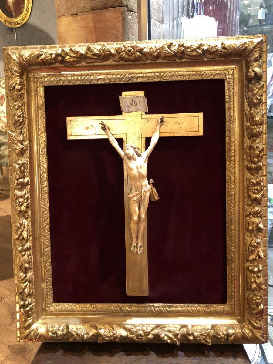 Christ En Ivoire Dans Son Cadre En Bois D'or XVIIIeme Siècle