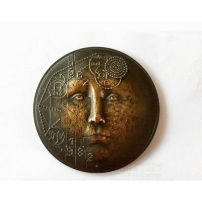 Medal Paper Weight In Bronze. Renée Mayot. 1983.