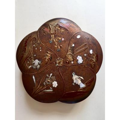 Polylobed Shape Box. Japan Meiji. Lacquer And Mother Of Pearl.