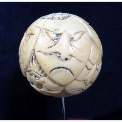 """""""Pommeau de canne en ivoire sculpté à l'image des masques du théâtre Nô. Japon. Ere Meiji XIXè"""""""