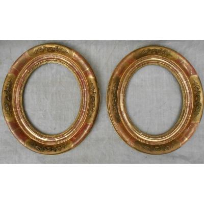 Paire de cadres ovales, époque 19ème en bois doré.