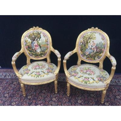 Paire de fauteuils louis  XVI En Bois Doré Et Sculpté