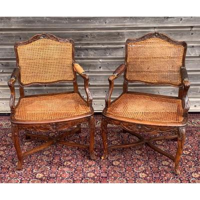 paire de fauteuils cannés modèle banvent  d'époque régence