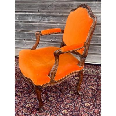 large fauteuil  en noyer d'époque louis XV