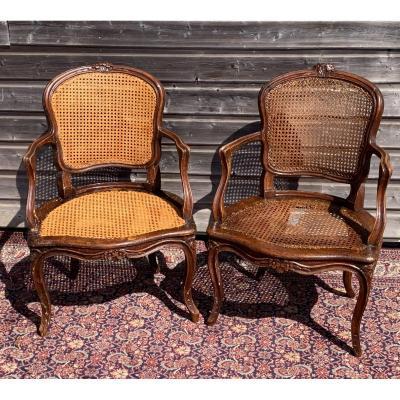 Paire de fauteuils cabriolets cannés Epoque Louis XV