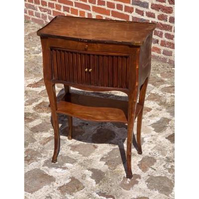 table de salon galbée  en noyer d'époque louis XV