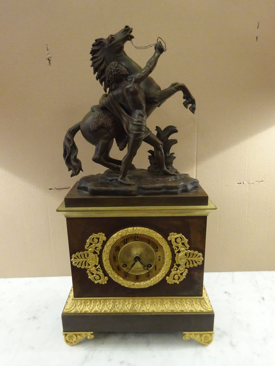 Pendulum Restoration Period In Bronze, Model Au Prancing Horse