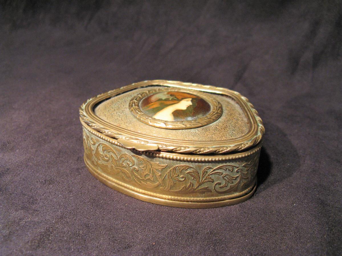 boîte à bijoux miniature sur porcelaine XIX siècle
