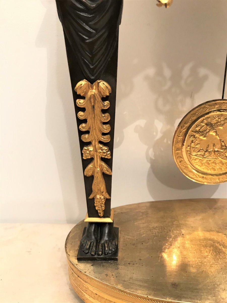 Pendule portique aux Egyptiennes en bronze doré époque Empire-photo-4
