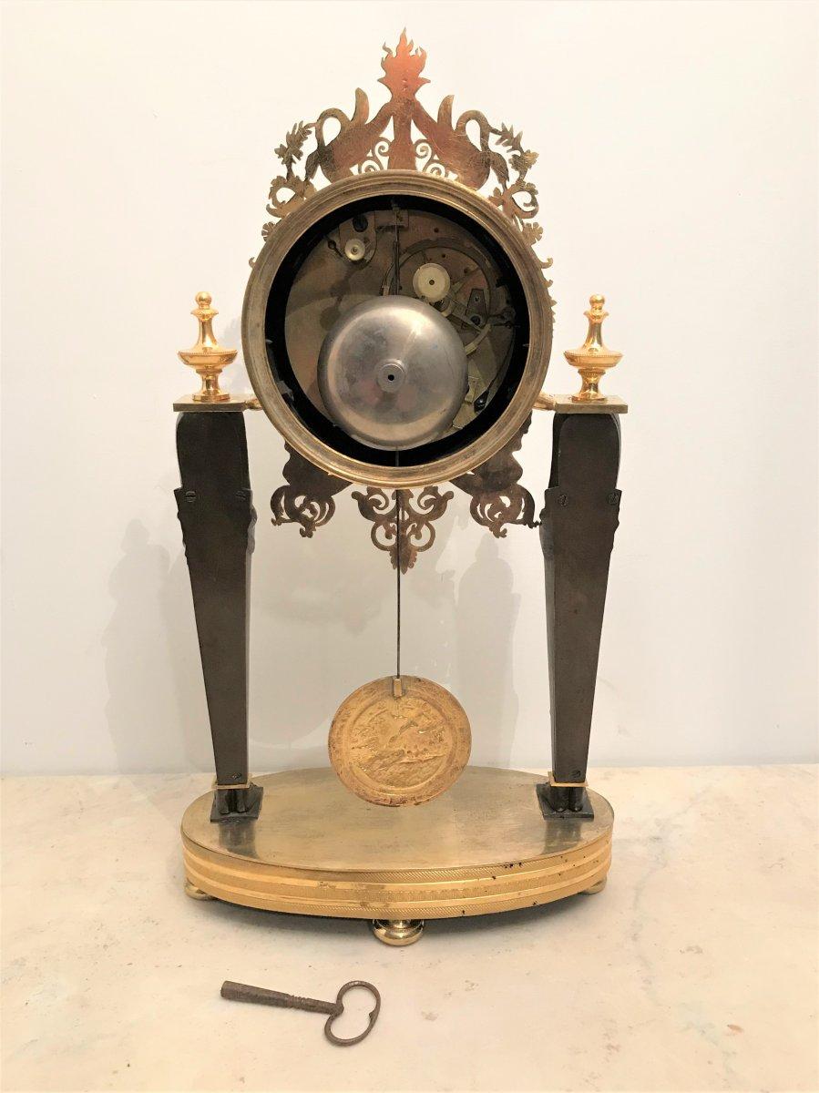 Pendule portique aux Egyptiennes en bronze doré époque Empire-photo-5