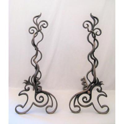 Paire de chenets en fer forgé époque Art Nouveau à décor de serpents