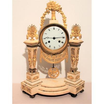 Pendule époque Louis XVI marbre blanc et bronze doré