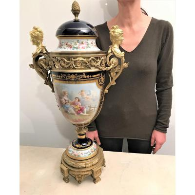 Large Vase In Sèvres Porcelain And Gilt Bronze From The 19th Century