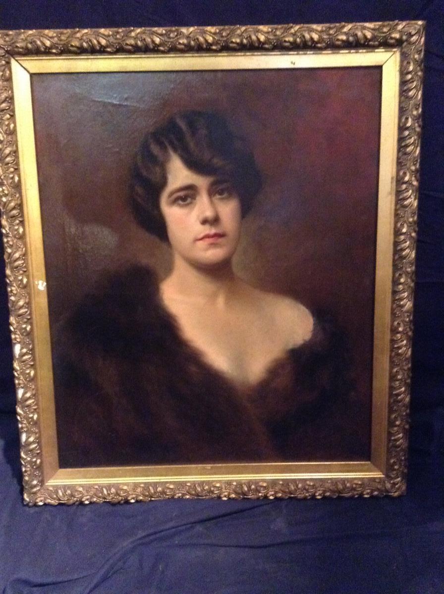 Jeune Femme à La Fourrure Daté 1920 Signature Illisible