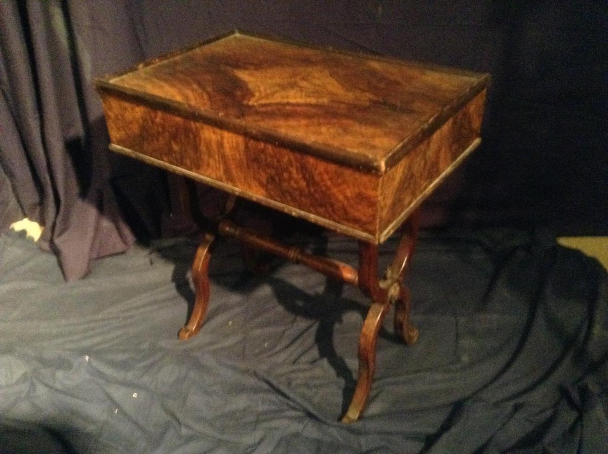 Originale Petite Table Piétement En X Faisant Office De Bureau