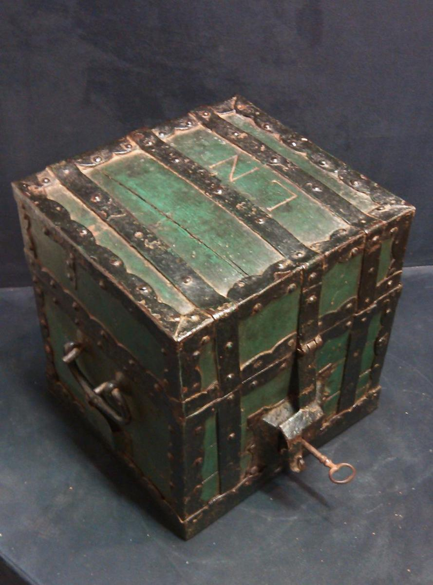 Coins Box In Wood Rimmed Metal XVIIIth Century-photo-2