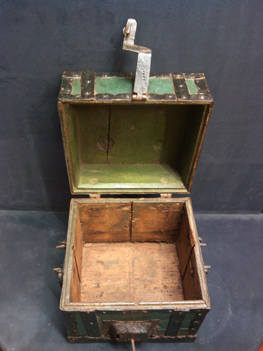 Coins Box In Wood Rimmed Metal XVIIIth Century-photo-3