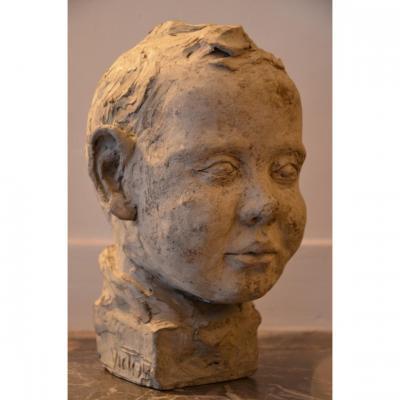 Victor: sculpture en terre crue.Première moitié du vingtième siècle.