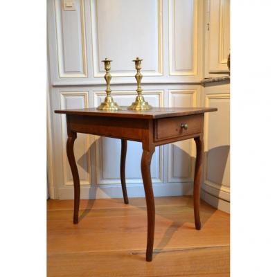 Petite table d'appoint. Première moitié du dix-huitième siècle.