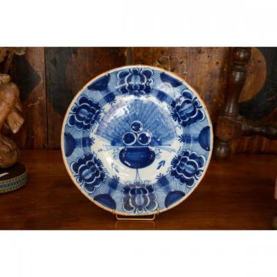 Delft Earthenware Dish. Eighteenth Century.