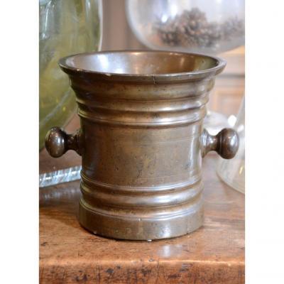 Mortier en bronze. Dix-septième siècle.