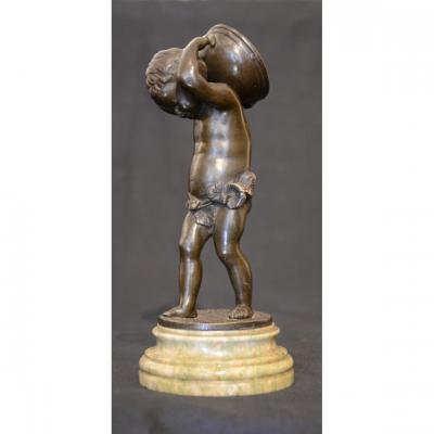 Clodion: Enfant porte tambour. Dix-neuvième siècle.