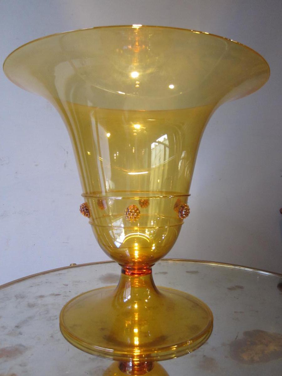Grande coupe cornet largement évasée reposant sur un piédouche de Vittorio Zecchin