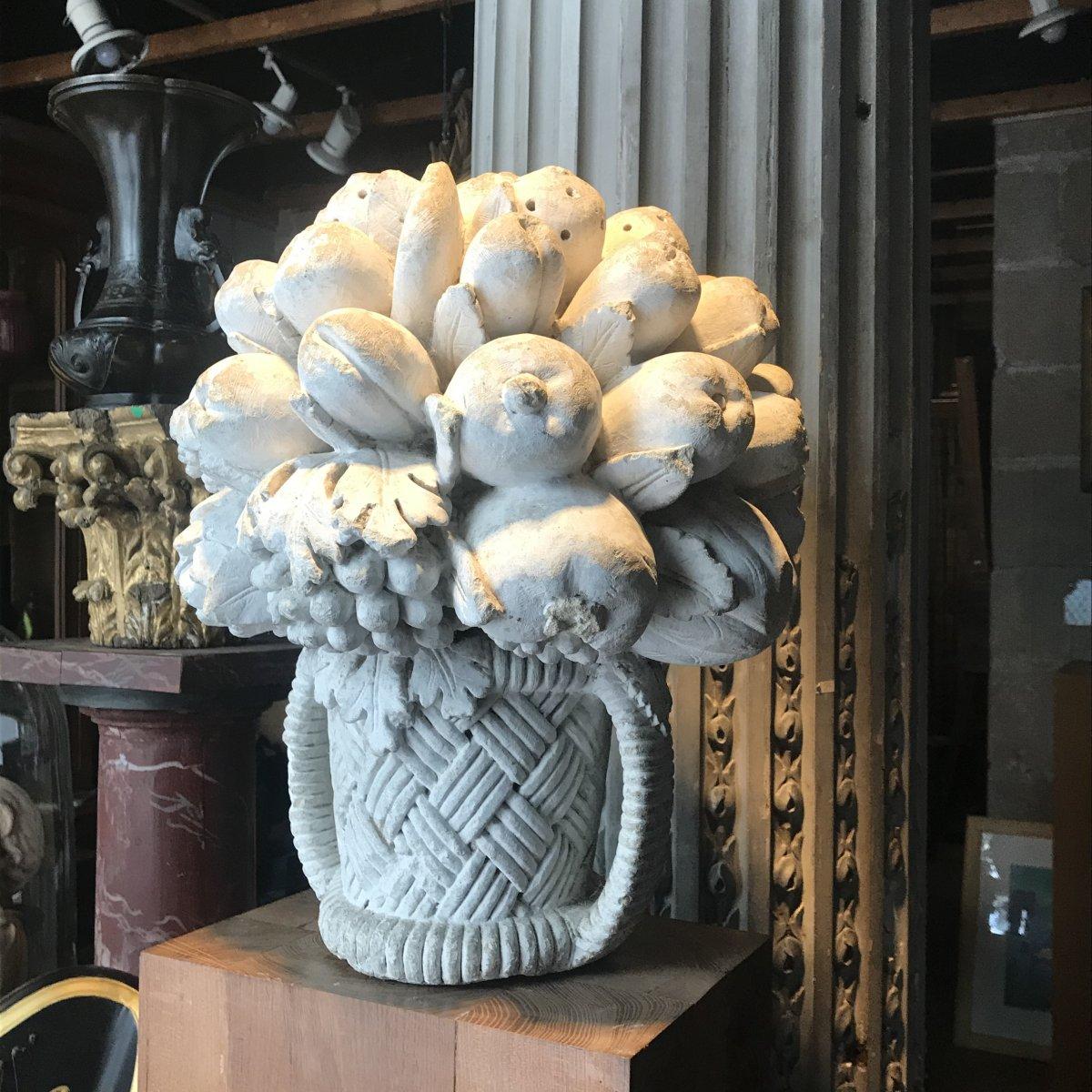 Bouquet De Fleurs En Pierre De Tuffeau Sculpté.