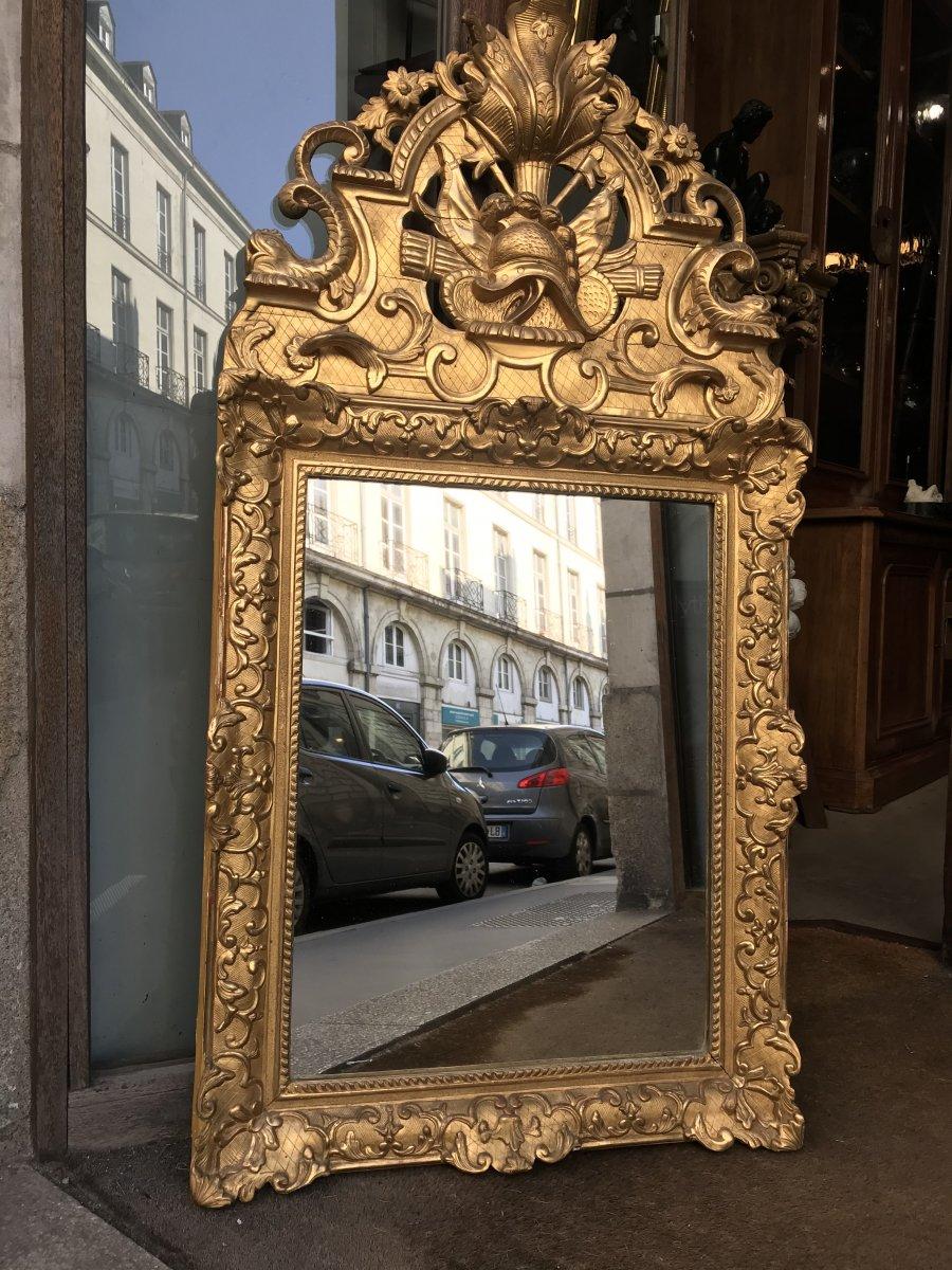 Miroir Régence En bois  Sculpté Et Doré à Fronton Ajouré.