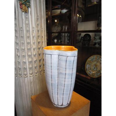 Vase En Céramique Signé Sous Le Talon Robert Dupanier .