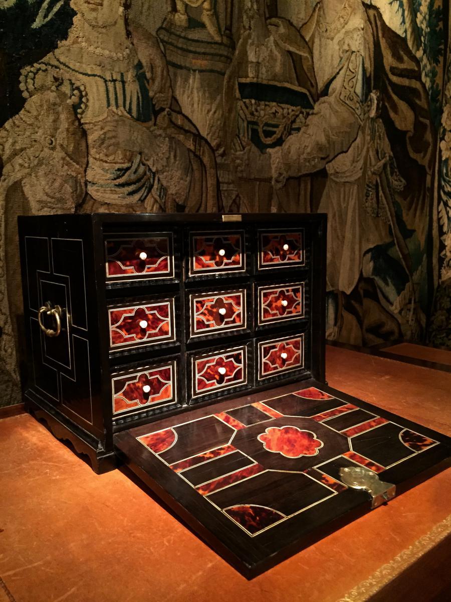 Antwerp 17th Cabinet