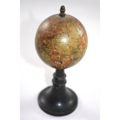 Globe Miniature Signé Forest à Paris