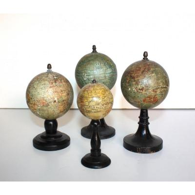Lot De 4 Globes Miniatures Par Forest A Paris Fin XIX ème