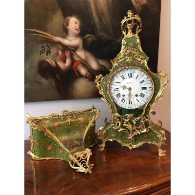 Grand cartel et son socle en vernis martin Epoque Louis XV