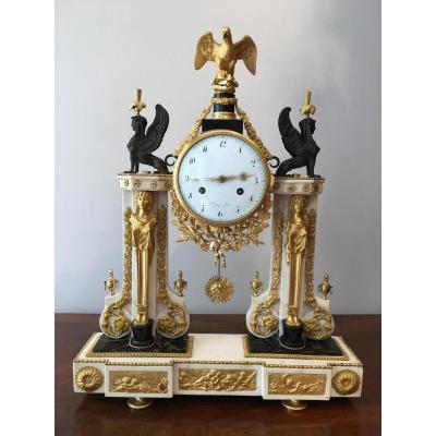 Pendule portique Epoque Louis XVI de Piolaine à Paris