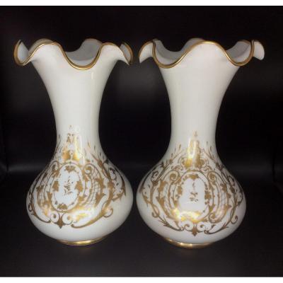 Paire d'Importants Vases En Opaline