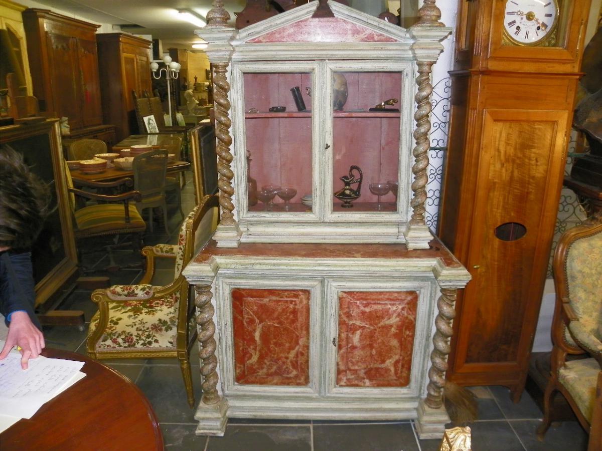 A Cabinet Column