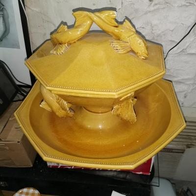 Dish And Soup Tureen A Bouillabaisse