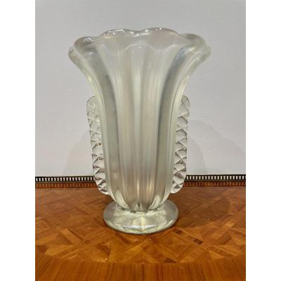 Iridescent art deco Murano vase Ercole Barovier (unsigned) Between the end of the 1930s and the mid-1940s, Ercole Barovier (1889-1974) continued to orient his production towards transparent / translucent glass pieces, moreover and thicker. In 1938, he presented the Rostrati series (models bristling with prominent pyramidal rostrums) and A Mugnoni (constellated with outgrowths), or in 1940 the A Lenti series (with a multitude of hemispherical reliefs). Good condition in general; manufacturing defect or collar (see last photo) Height 37.5cm