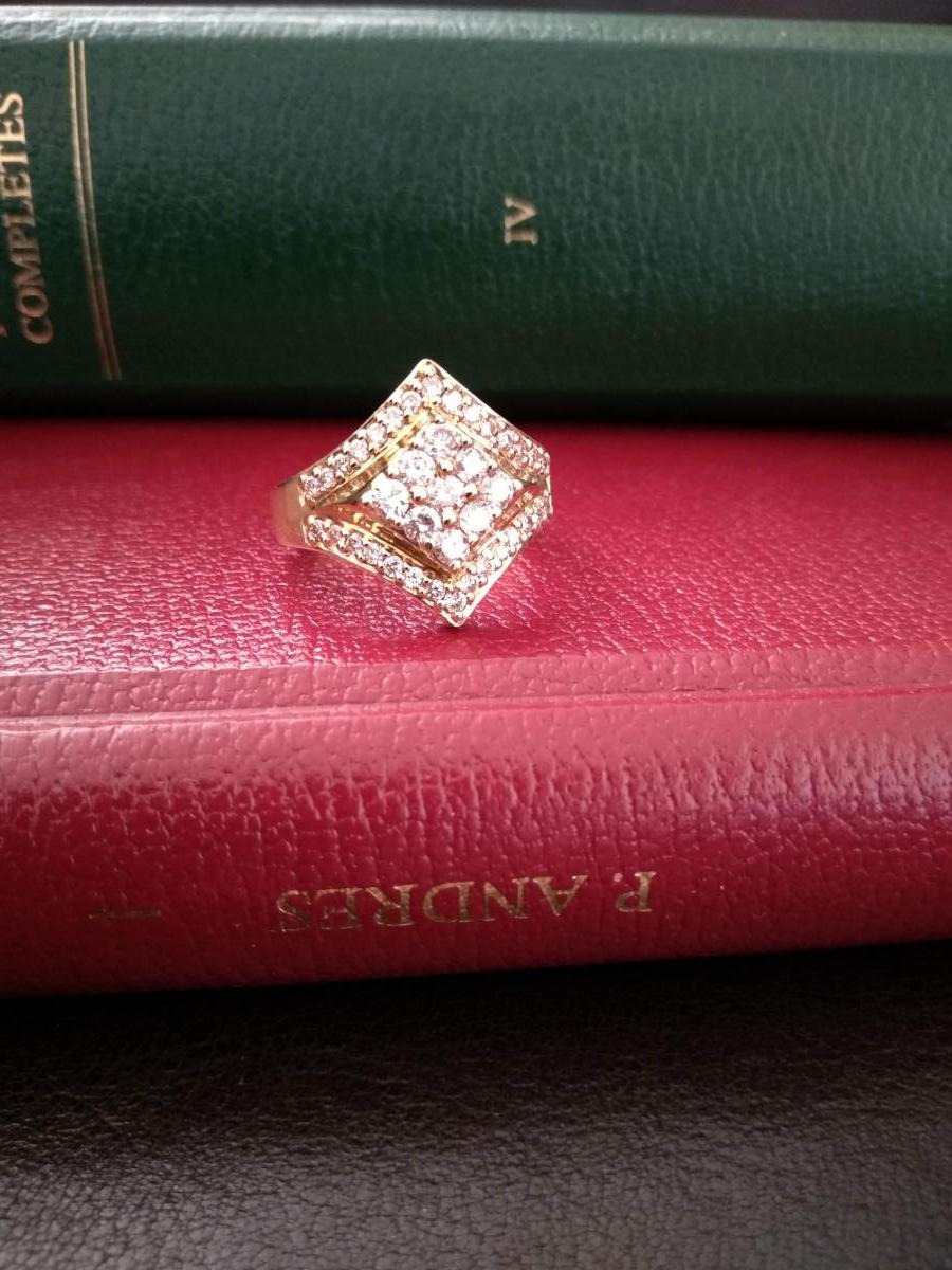 Gold Ring Set With 39 Diamonds