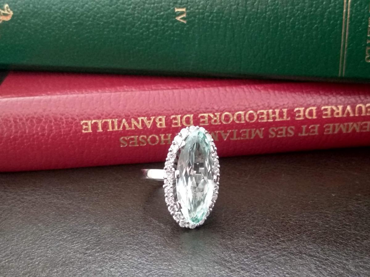 Bague En Or Ornée De Diamants Et d'Une Aigue Marine De 10 Carats