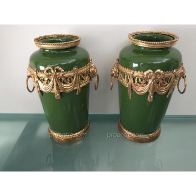Paire De Vases De Style Louis XVI En Céramique