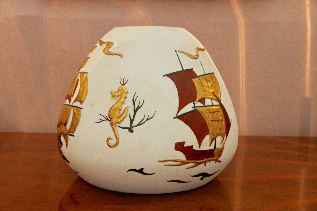Un Vase Peint à La Main Et Numéroté d'époque XXe Siècle