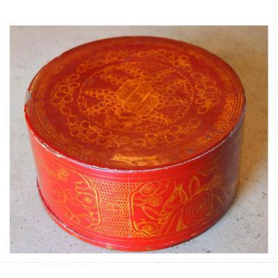 Une Boîte Chinoise En Laque Rouge, XIXe Siècle
