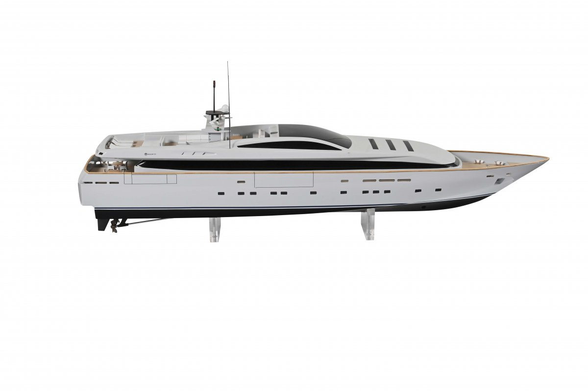Model Of Yacht Site 'apache Ii'